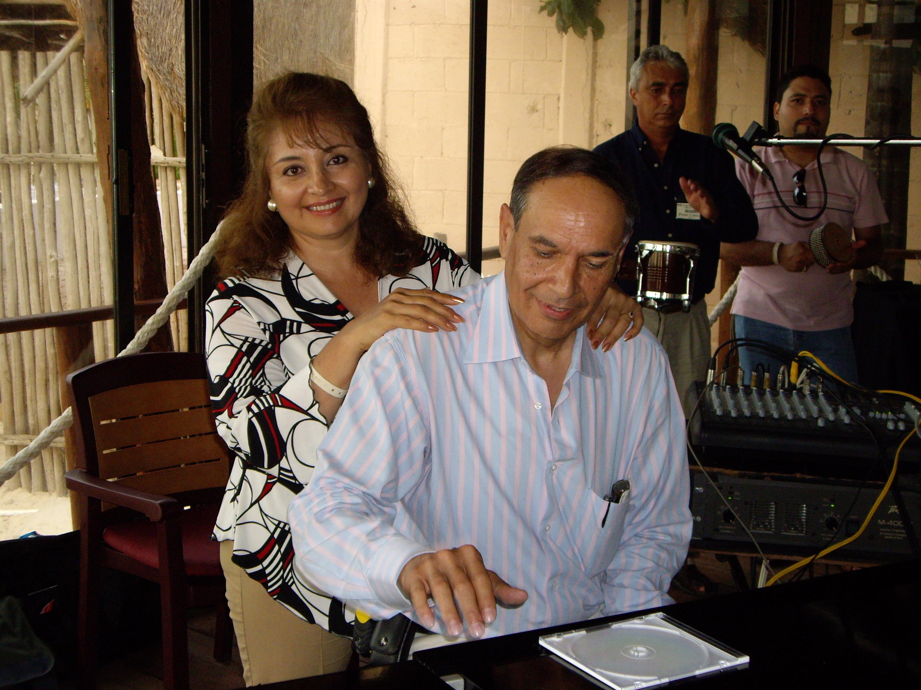 ハモンドX-66クラブ会長夫妻 at Cancun