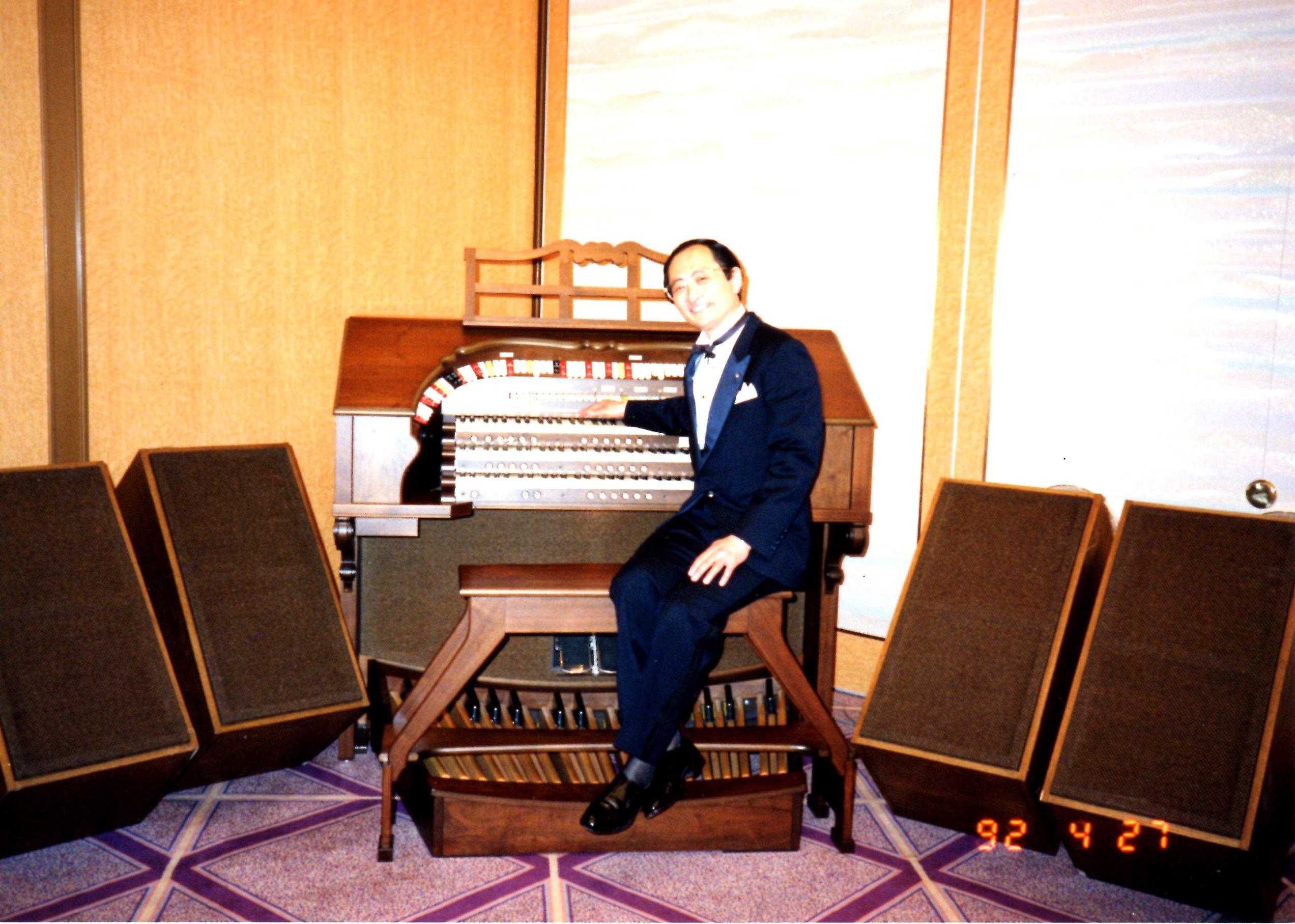 920427 at Allen Organ, Oriental Hotel, Osaka, Japan001